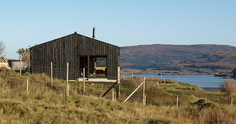 the-black-shed-skye-seaview